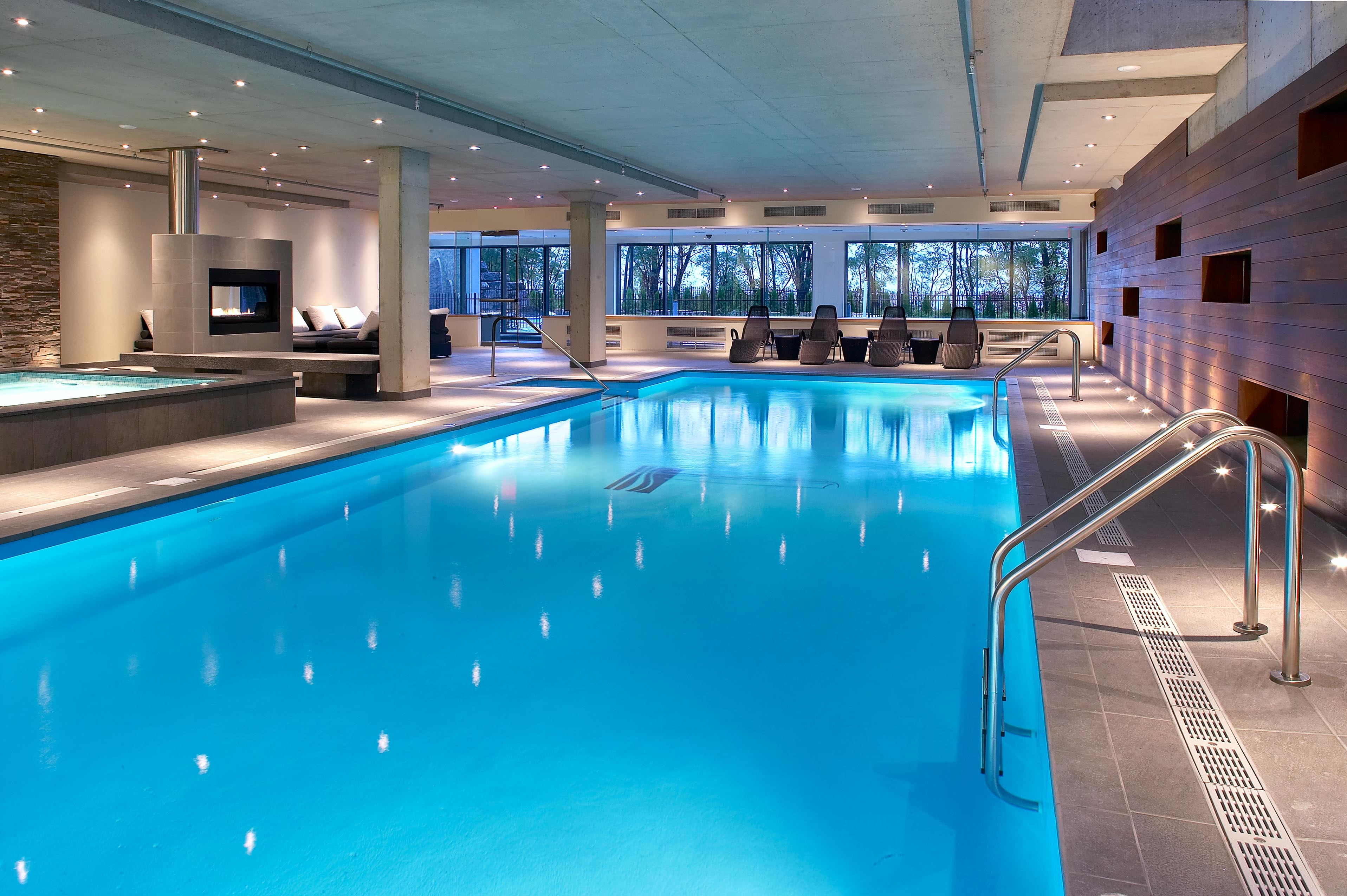 Le vistal condominium premi re tour r sidentielle for Vente piscine montreal